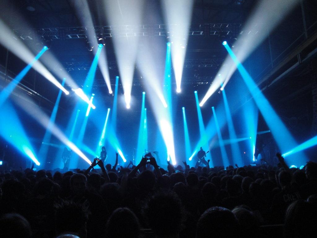 رفتار «بزهکارانه» در کنسرت به چه معناست؟ / نوشآبادی: تخلف ببینیم خودمان کنسرت را لغو میکنیم