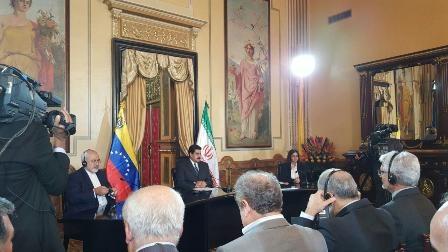 ظریف با مادورو دیدار کرد/ ایران و ونزوئلا سند همکاری امضاء کردند