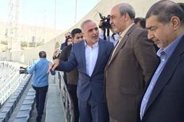 تصویر وزیر در جمع استقلالی ها و دو سئوال درباره این دو همراه آقای وزیر