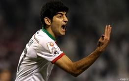 عکس یادگاری ستاره جوان تیم ملی با پیراهن پله