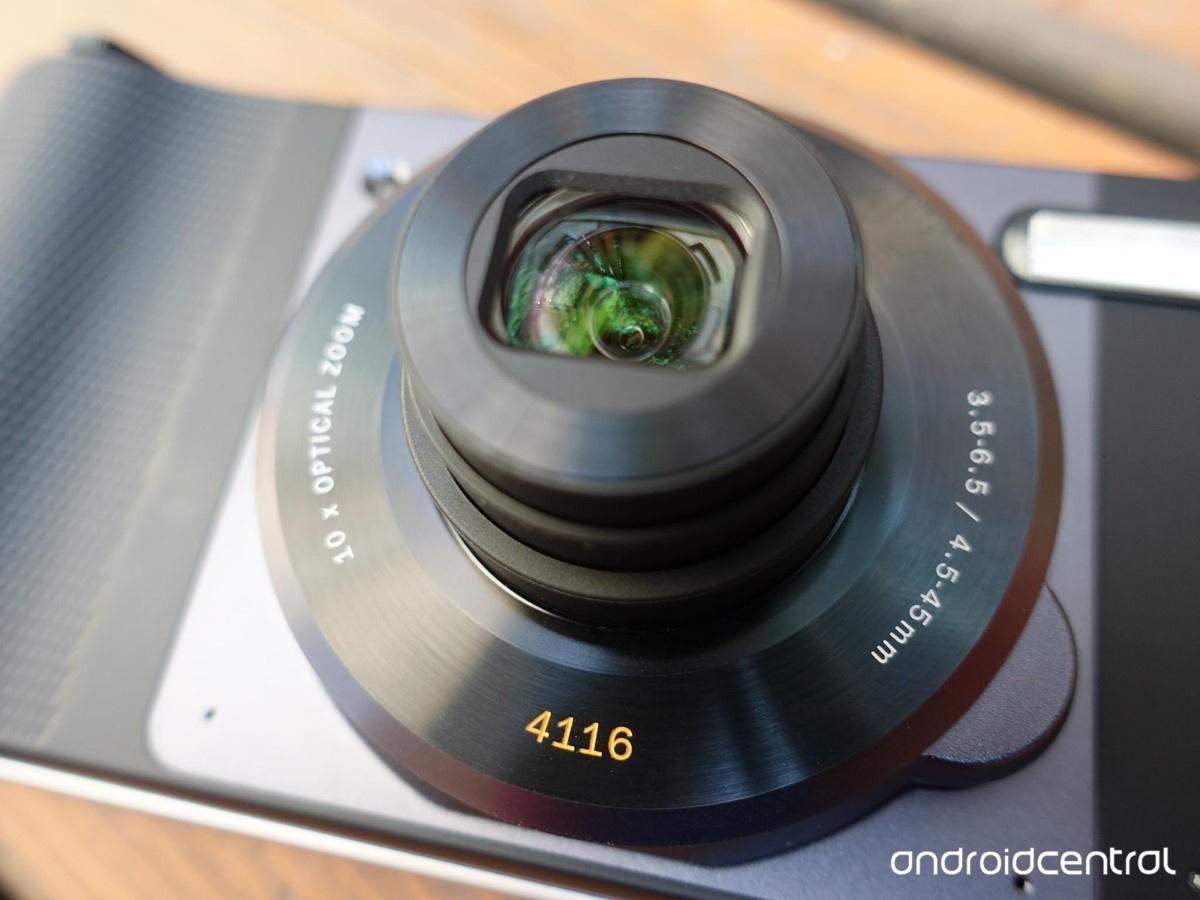 دوربین ماژولار هاسلبلاد را به گوشی موتو زد بچسبانید و بهترین عکسها را بگیرید