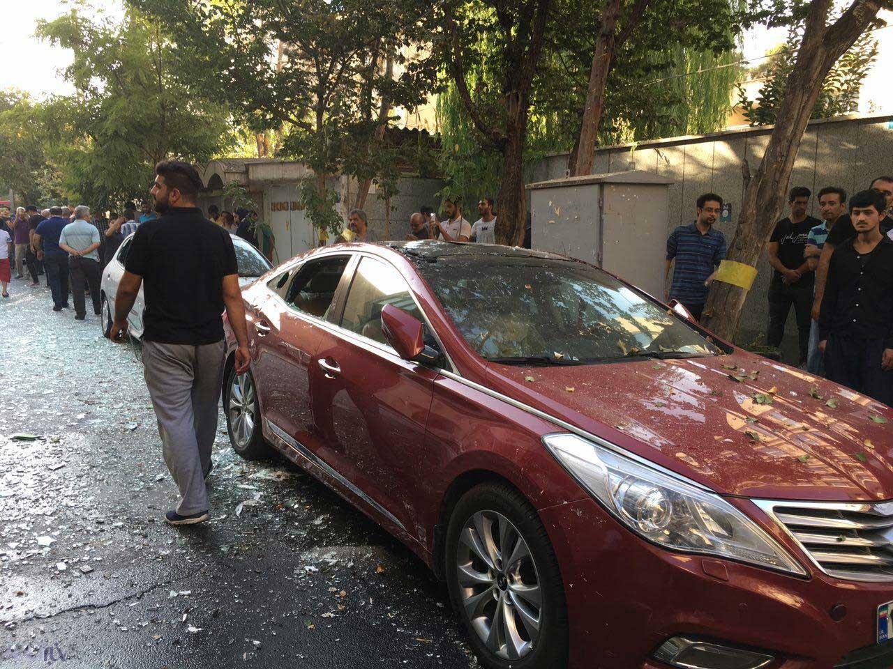 تصاویر | انفجار شدید در خیابان میرداماد | نجات ۳ نفر از شهروندان