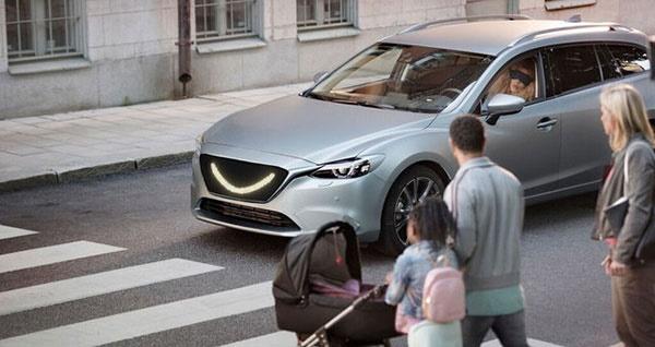 خودروهای خودران آینده برای عبور پیادهها لبخند میزنند