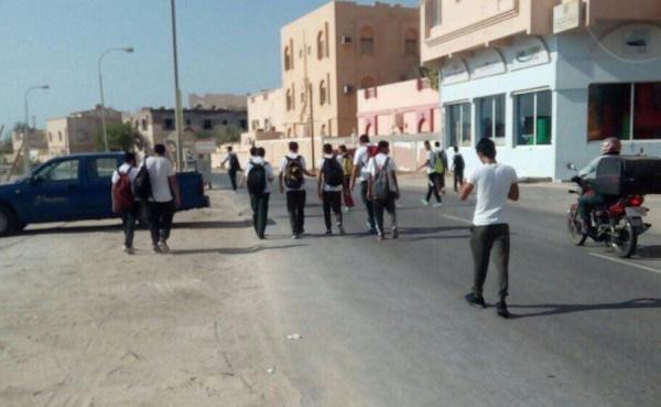 تصاویر   دانشآموزان بحرینی در محاصره زرهپوشها