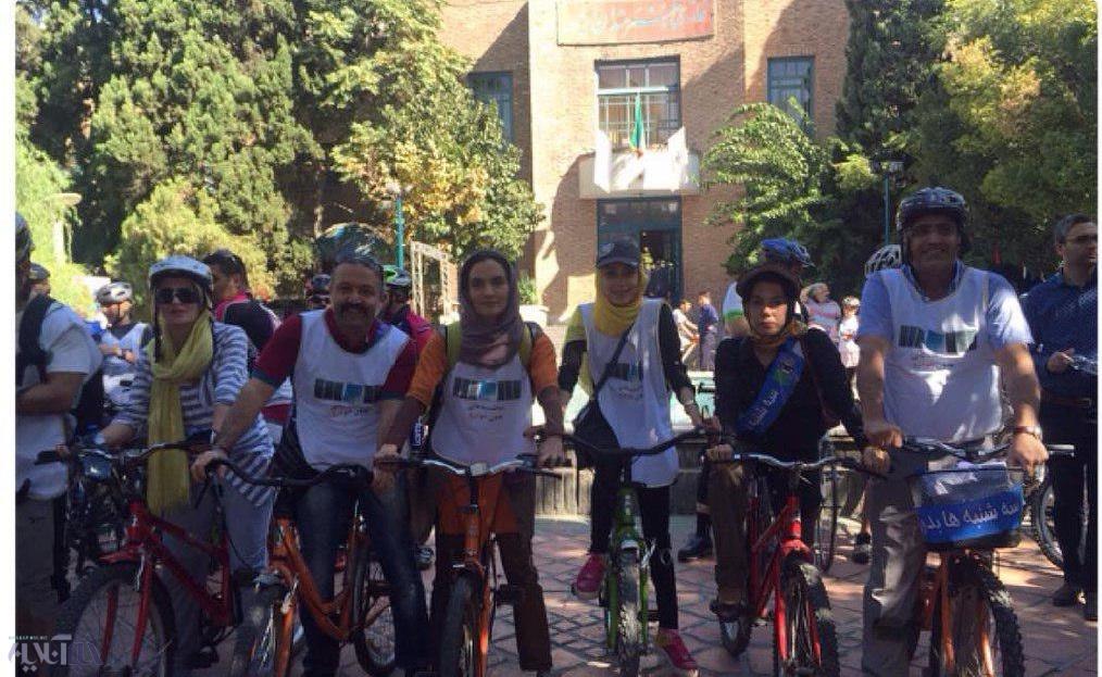 عکس | دوچرخهسواری میترا حجار در سهشنبههای بدون خودرو