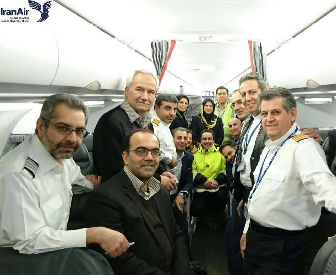 عکس | خلبانان و مهمانداران جدیدترین ایرباس ایران
