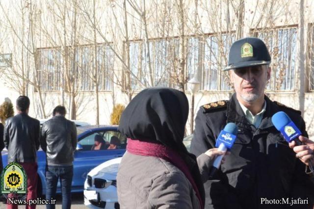 توقیف بیش از ۲۵میلیارد ریال وجه نقد و خودرو مدل بالا از چهار مجرم اینترنتی در زنجان