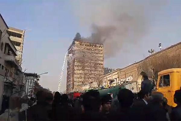 فیلم | تصاویر آتشسوزی ساختمان پلاسکو | تلاش آتشنشانان را ببینید