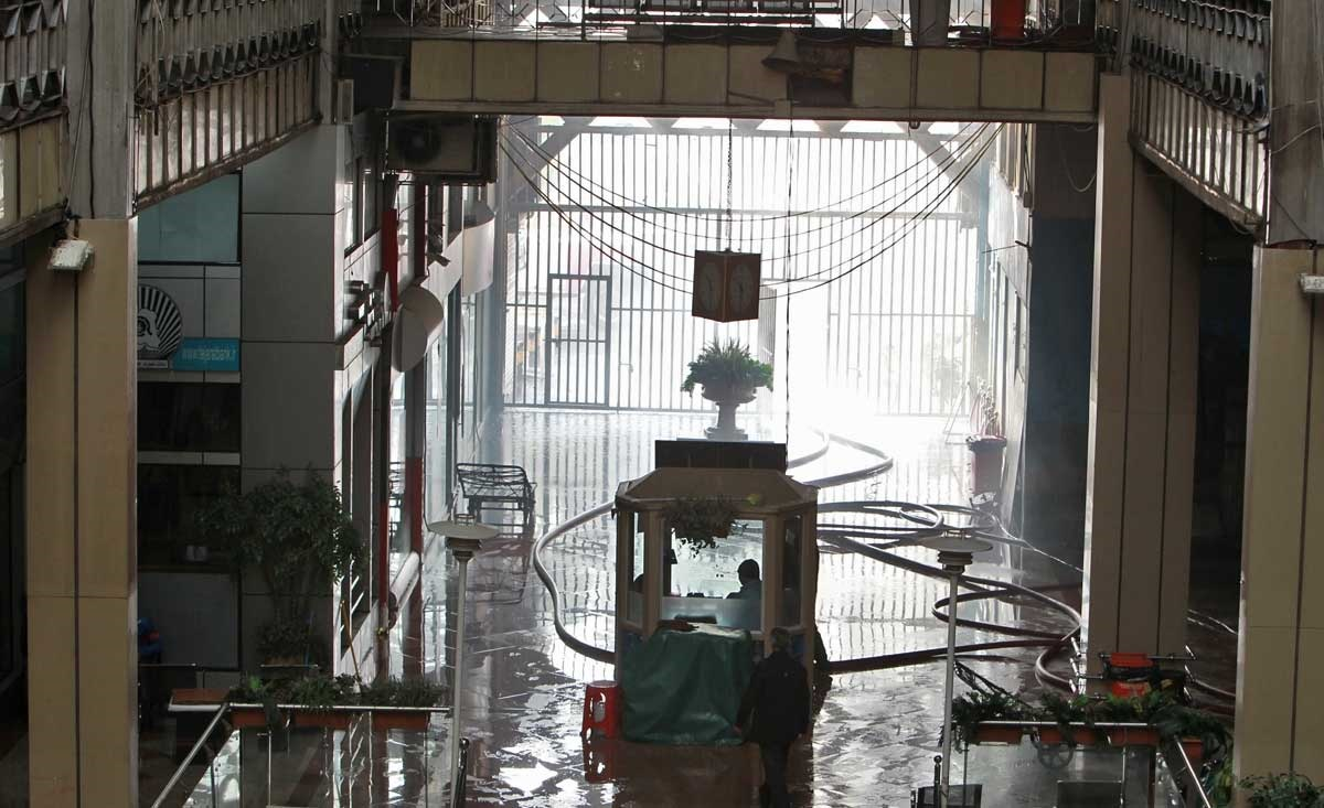 تصاویر | داخل ساختمان پلاسکو قبل از ریزش | تلاش آتش نشانان قبل از فاجعه