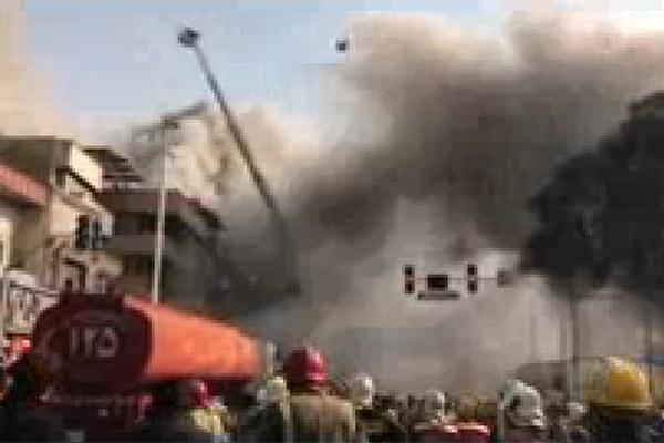 فیلم   فریاد و شیون آتشنشانان هنگام ریزش ساختمان پلاسکو
