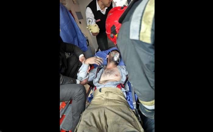 عکس   آتشنشانان مصدوم حادثه آتشسوزی و ریزش ساختمان تجاری پلاسکو