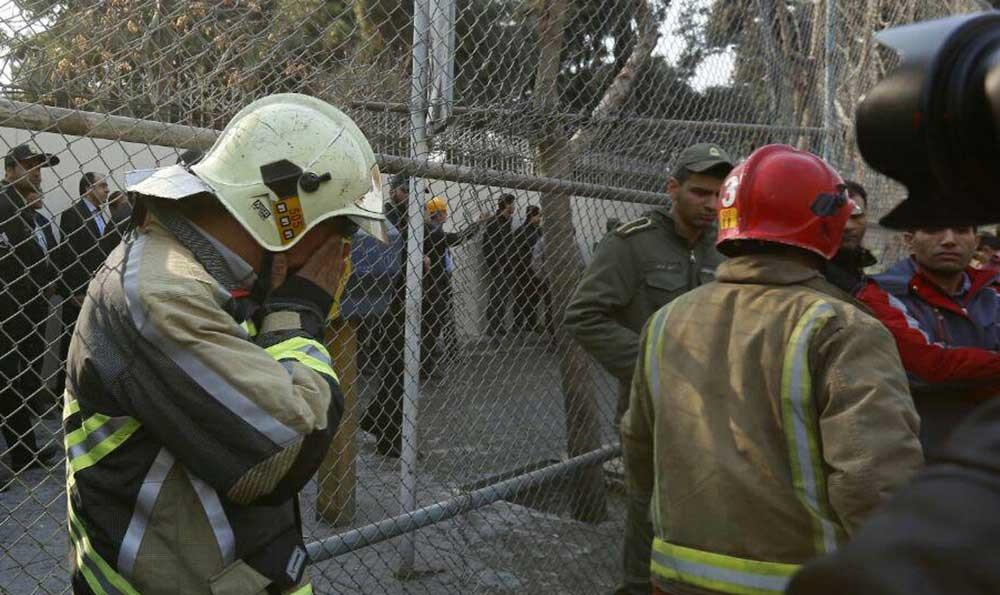 تصاویر | اشک آتشنشانانی که همکارانشان زیر آوار پلاسکو ماندند