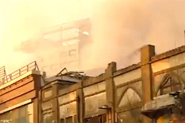 فیلم | تصاویری از شروع آتش سوزی در ساختمان کناری پلاسکو