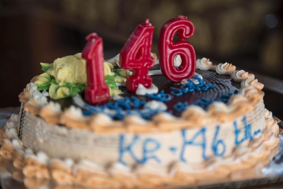 تصاویر | جشن تولد پیرترین انسان جهان | مردی که شمع ۱۴۶ را فوت کرد