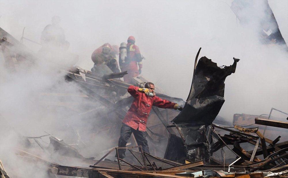 تصاویر | صحنههایی از تلاش بیدریغ قهرمانان بینام در پلاسکو