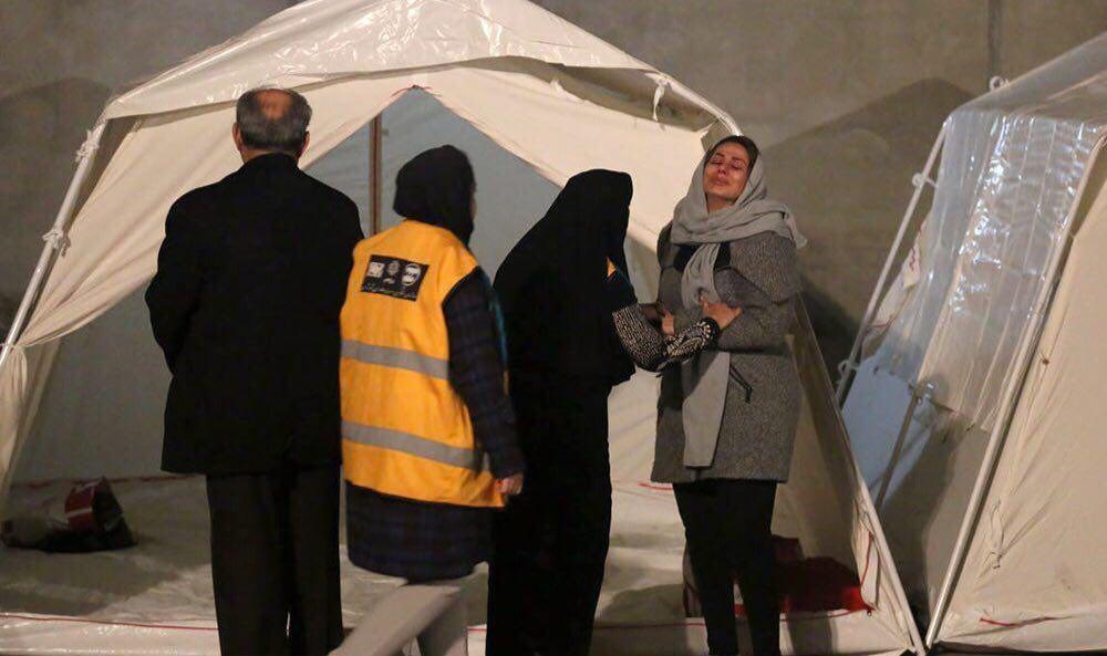 عکس |  تصویری دردناک از محل حادثه ساختمان پلاسکو؛ گریههای ناتمام