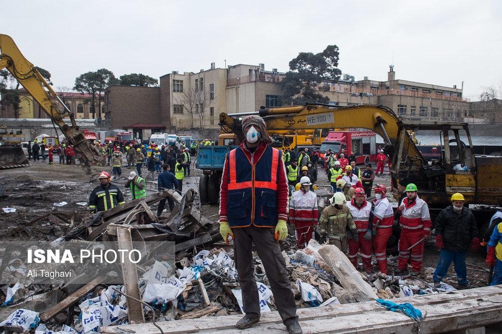 تصاویر   سومین روز فاجعه پلاسکو ؛ تلاش امدادگران و آتشنشانان را ببینید