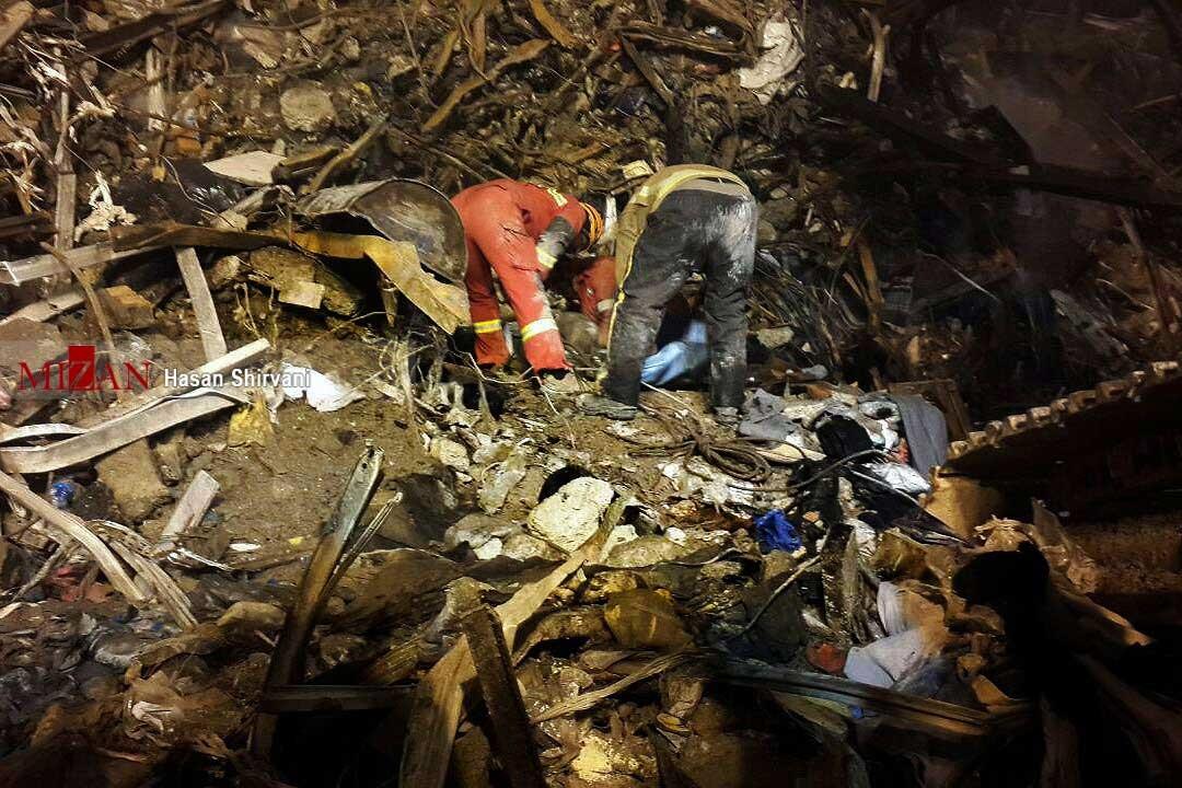 تصاویر | عملیات جستجوی پیکر شهدای آتشنشان در پلاسکو
