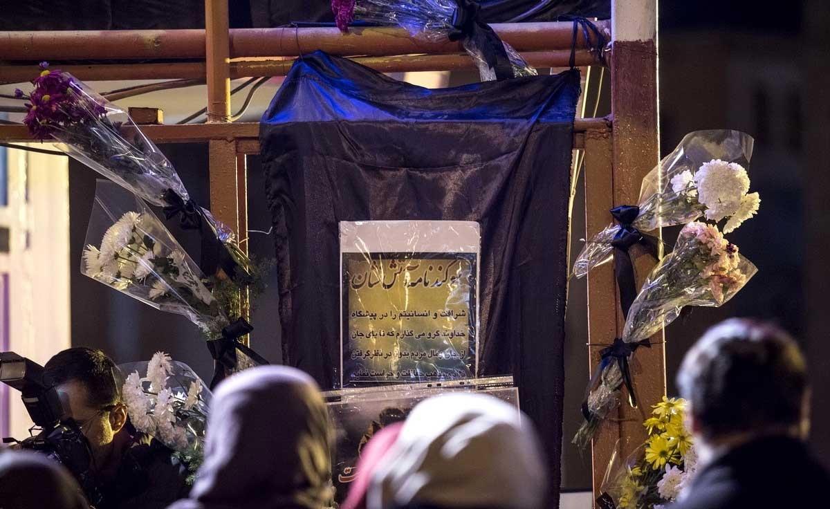 تصاویر   روشن کردن شمع به یاد آتش نشانان حادثه پلاسکو