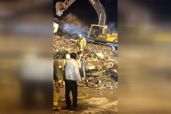 فیلم | لحظه پیدا کردن یک کپسول آتشنشان در آوار پلاسکو