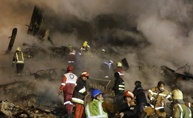 تصاویر | شب سوم امدادرسانی در پلاسکو | آخرین وضعیت پلاسکو را ببینید