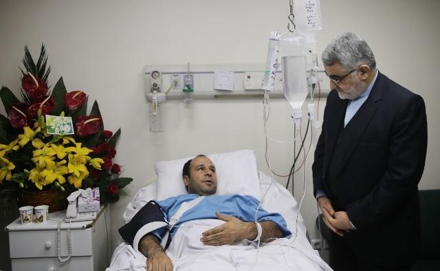 تصاویر | عیادت وزیر اطلاعات و علاءالدین بروجردی از آتشنشان مصدوم در پلاسکو