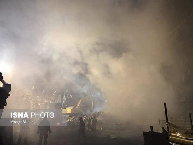 از سرگیری عملیات آواربرداری در ضلع شمالی پلاسکو/ آتشنشانی: به اجساد کشف شده، ضرباتی وارد شده بود