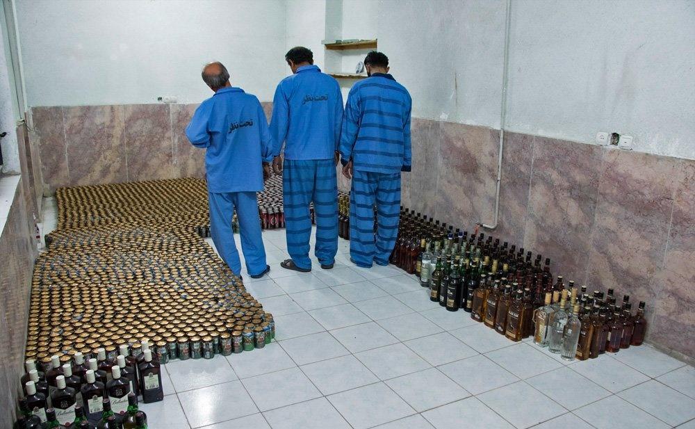 تصاویر | توقیف محموله مشروبات الکلی در کرمان
