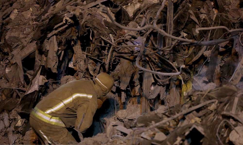 تصاویر | پنجمین شب حادثه پلاسکو چگونه گذشت | دود سفیدی که پایانی ندارد