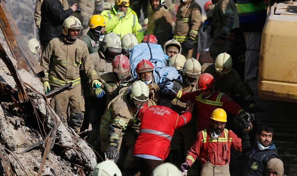 یک روز پس از تشییع آتشنشانها؛ کشف ۲ قطعه از اجساد مفقودان پلاسکو در نخالههای دپوشده در هرندی
