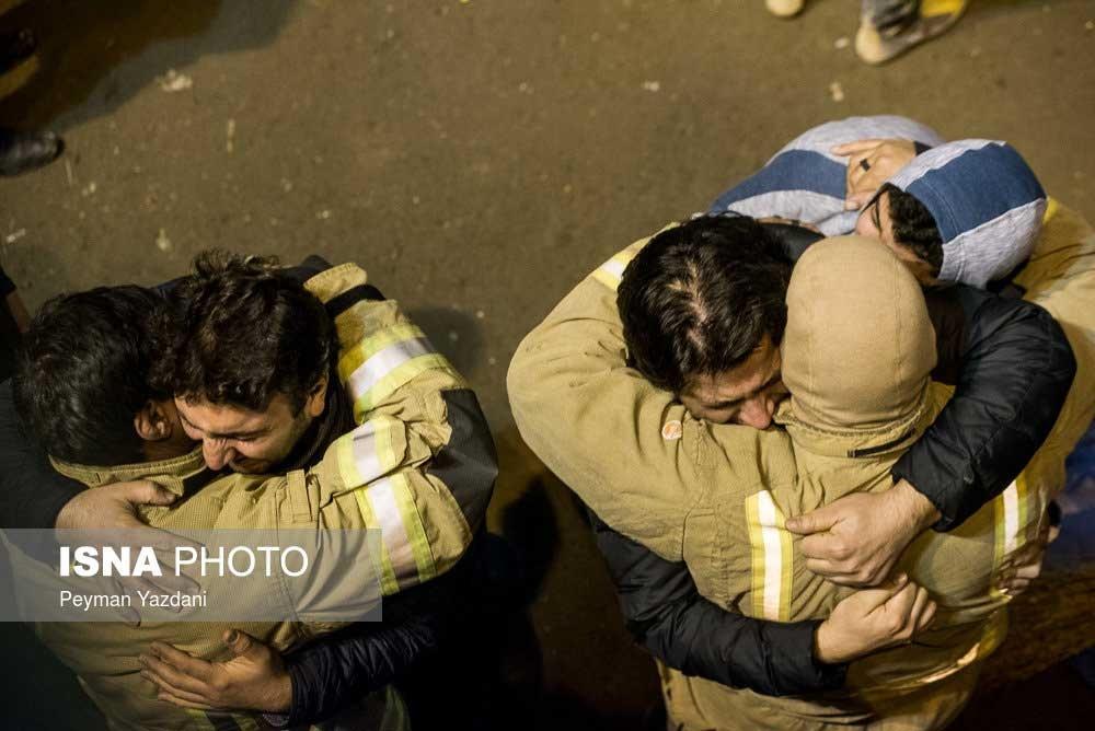تصاویر | لحظههایی سخت و دردناک | خانوادههای آتشنشانان در پلاسکو