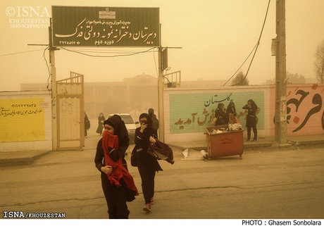 گرد و غبار مدارس اهواز را در نوبت بعد از ظهر تعطیل کرد