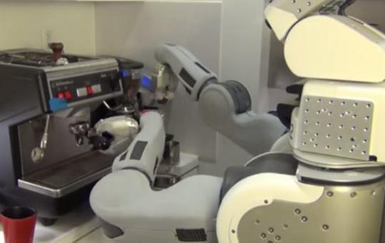 فیلم |  این روبات برای شما قهوۀ سفارشی آماده میکند