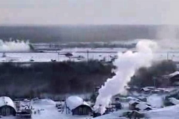 فیلم | نقص فنی هواپیمای مسافری و فرود روی باند یخزده