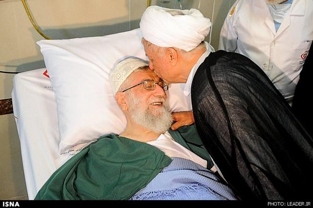 عکس | بوسه هاشمیرفسنجانی بر پیشانی رهبری
