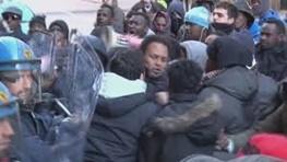 فیلم | پلیس فلورانس با پناهجویان درگیر شد