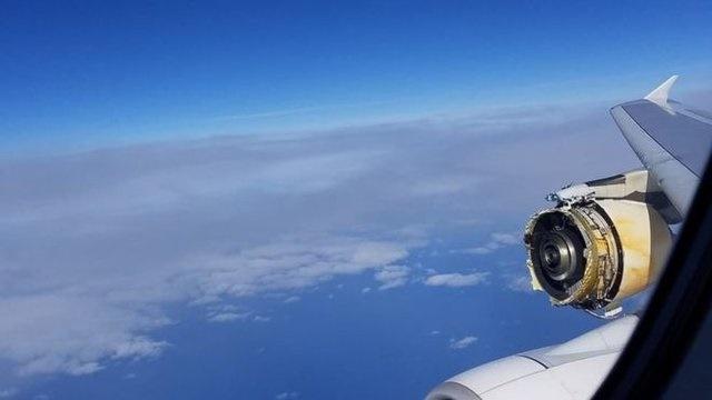 جدا شدن بخشی از موتور ایرباس ۳۸۰ روی اقیانوس اطلس/ پرواز پاریس-لسآنجلس در خلیج غازها فرود آمد