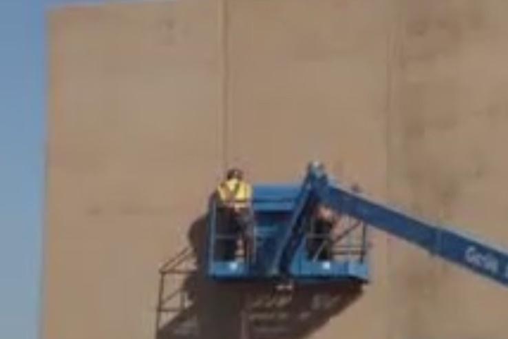 فیلم | ساخت دیوارهای حائل در مرز آمریکا و مکزیک
