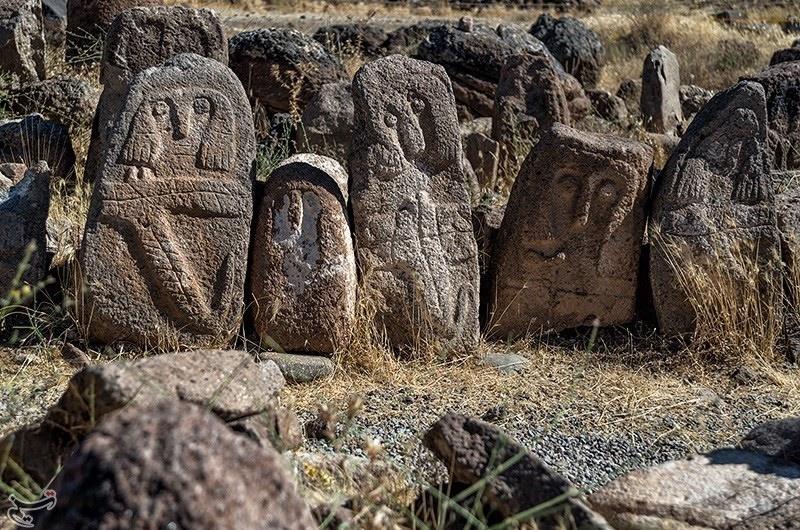 تصاویر   سنگافراشتهای باستانی شهر یری