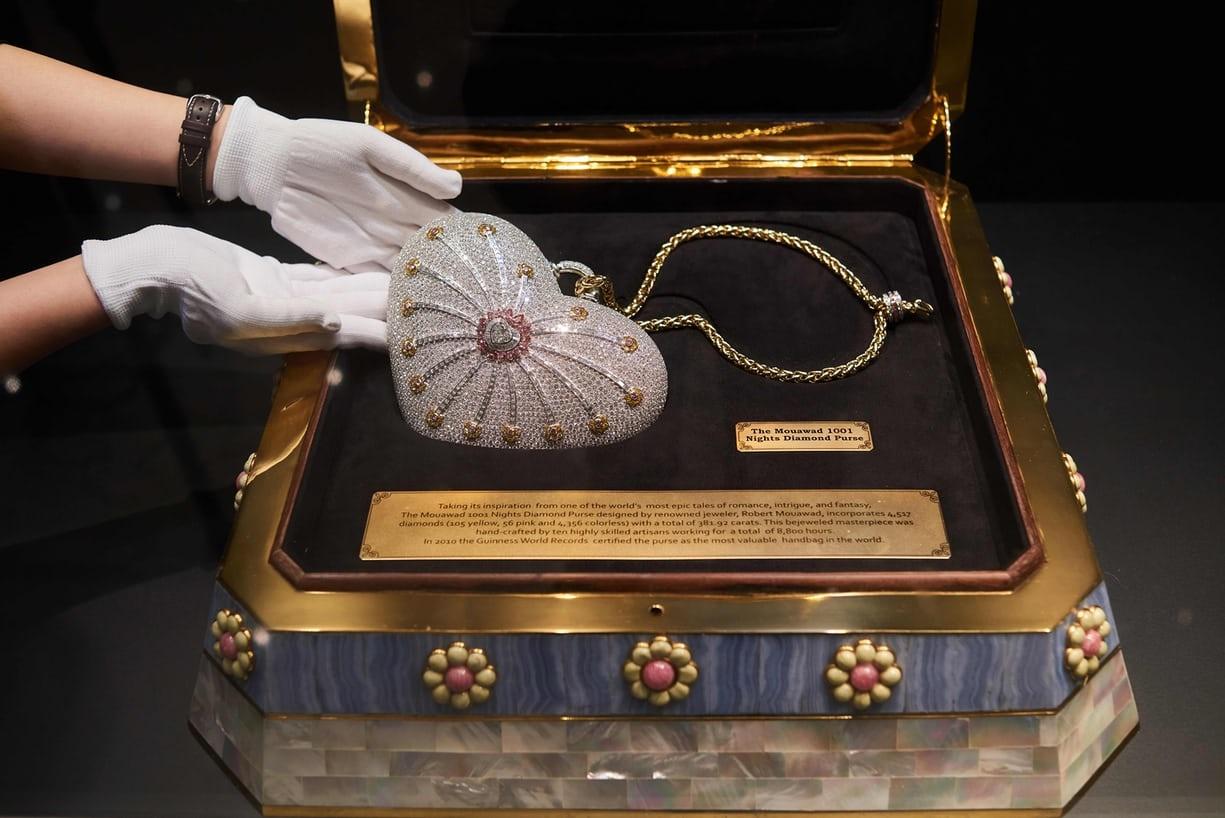 تصاویر   حراج گرانترین کیف پول دنیا با ۴۵۱۷ قطعه الماس