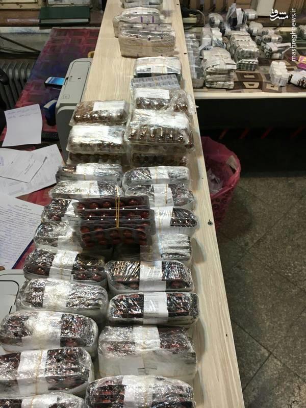 عکس   کشف ۱۴ هزار بسته داروی قاچاق
