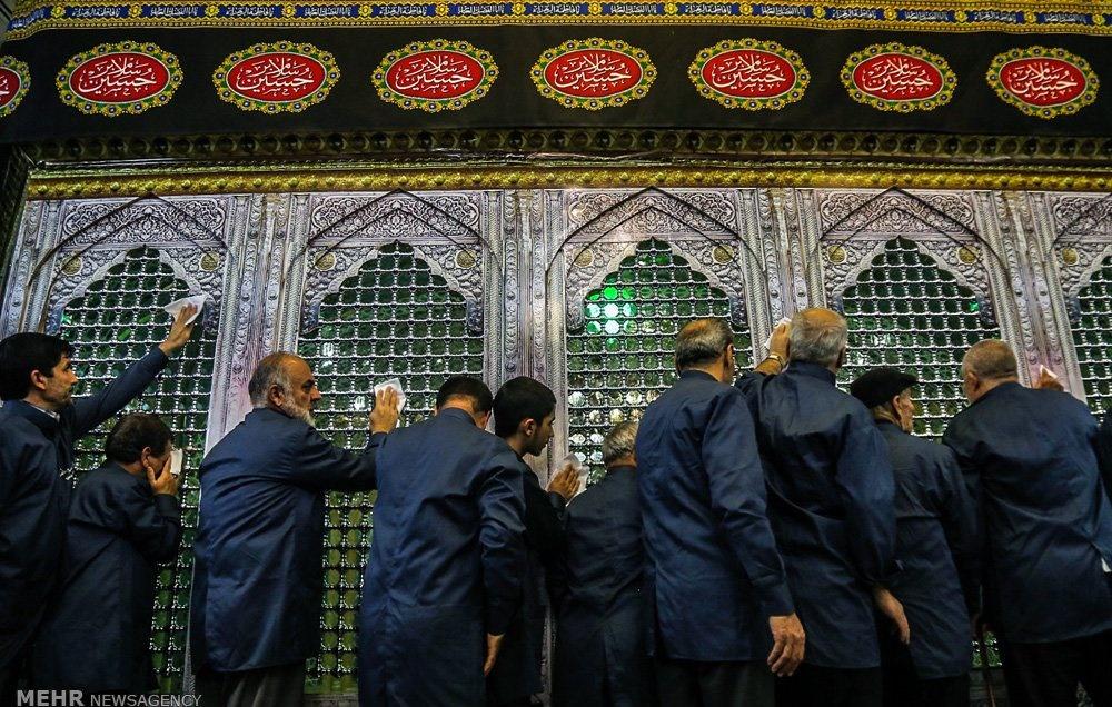 تصاویر | غبارروبی حرم حضرت معصومه(س) با حضور خانوادههای شهدا
