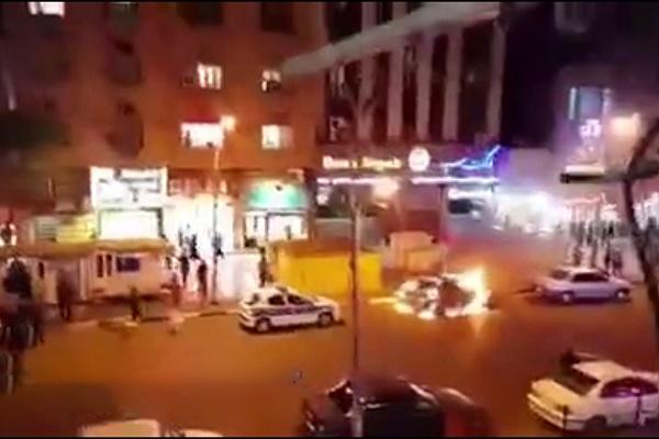 فیلم   رفتار عجیب یک راننده در اهواز   به آتش کشیدن خودرو به خاطر نداشتن مدارک!