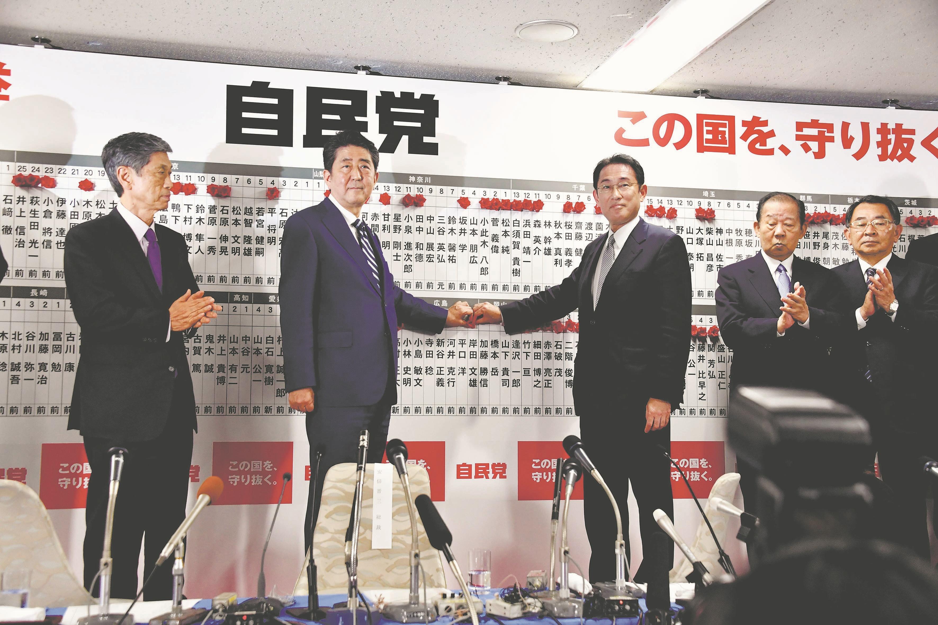 تصاویر | انتخابات پارلمانی در ژاپن | حزب «شینزو آبه» پیروز شد