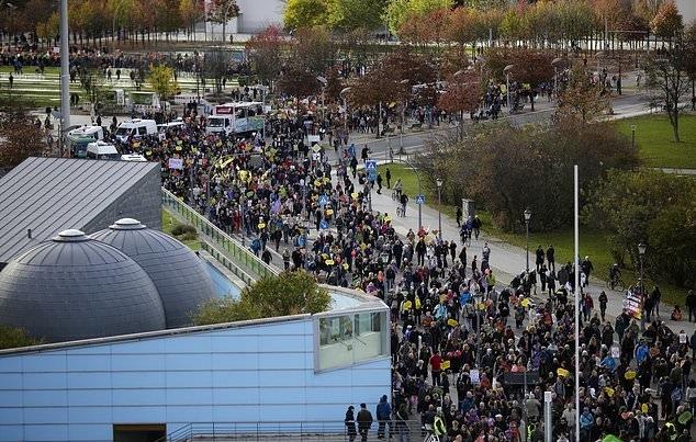 تصاویر   تظاهرات آلمانیها علیه نفرت و نژادپرستی در برلین