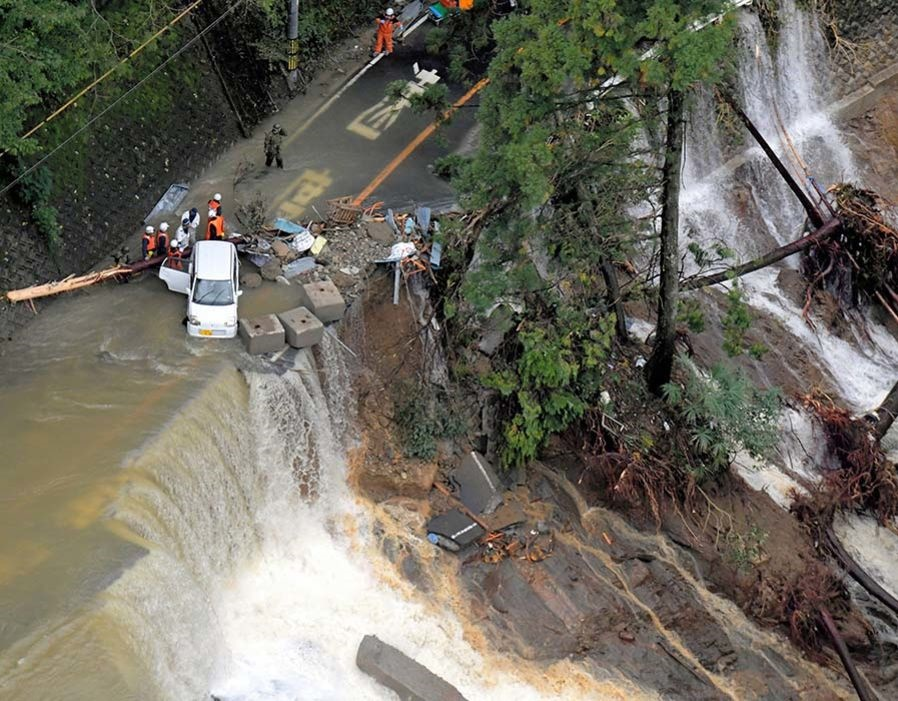 تصاویر   طوفان سهمگین «لان» در ژاپن با ۲۳ کشته