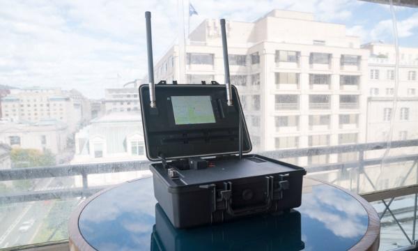دستگاهی قابل حمل که میتواند تا ۵ کیلومتر پهپادها را ردیابی کند
