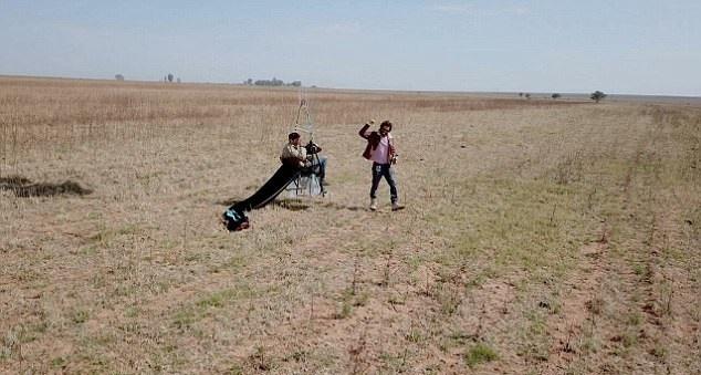 تصاویر | مردی که رویای پرواز با بادکنک را به واقعیت تبدیل کرد