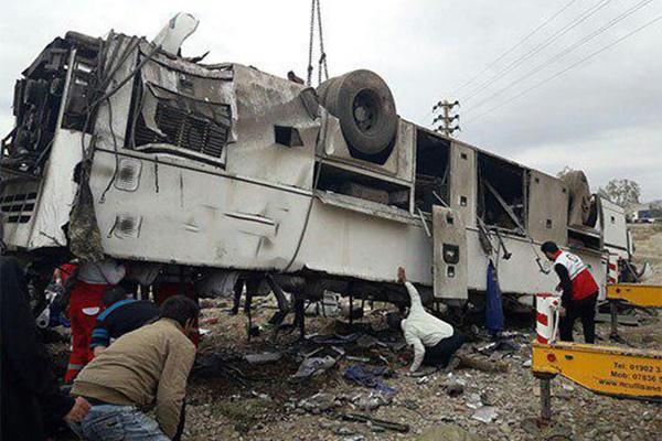 فیلم | واژگونى اتوبوس در محور گرمسار به آرادان