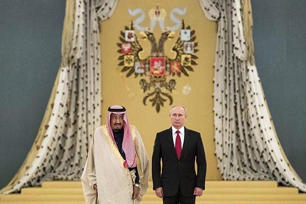 فیلم | وقتى پوتین براى استقبال از پادشاه عربستان به کرملین رفت